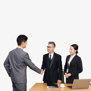 青年男性求职面试成功后握手