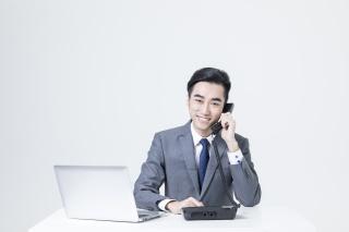 电话客服的商务男士