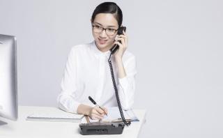工作中的职业女性客服