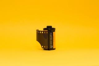 相机胶卷黄色背景图片