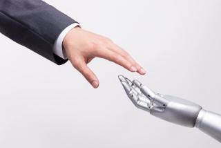 人类之手与智能科技接触