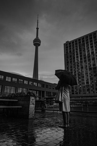 下雨美女撑伞伤感图片