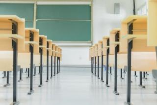 毕业季校园空荡荡的大学教室