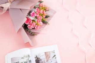 粉色花束鲜花康乃馨摄影图
