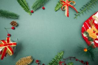 圣诞留白三分之二绿色背景摄影