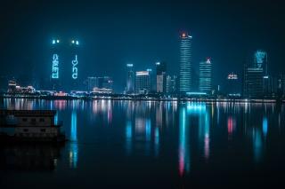 城市夜景赛博朋克风格南昌双子塔图片
