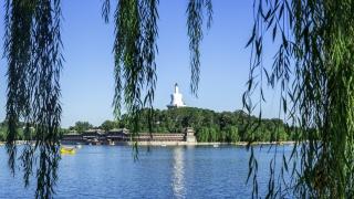 北京北海公园琼华岛北海白塔
